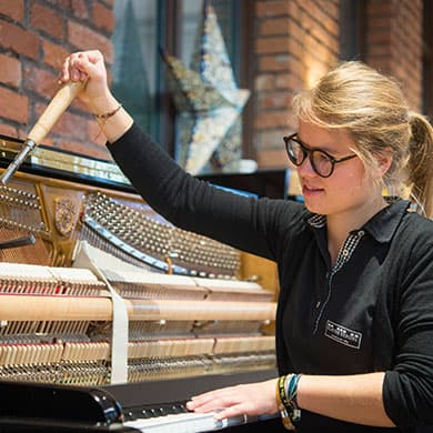 Azubi Lea Klavierbauerin Nürnberg Fürth